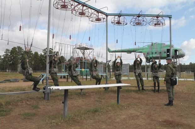 Десантники из Улан-Удэ оказывают помощь студентам Бурятии в подготовке к Всероссийскому этапу военно-патриотической игры «Зарница»