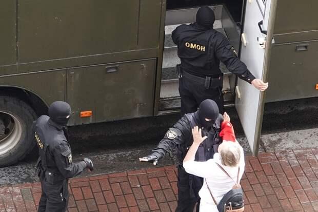 Силовики не дают протестующим перемещаться по Минску