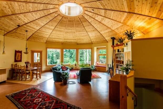 Люди смеялись, когда семья построила дом в виде юрты