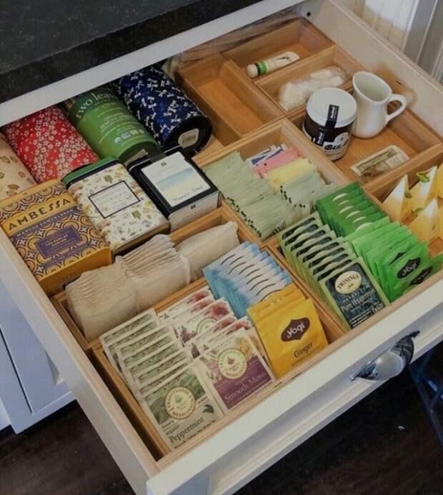 В кухонных шкафчиках не должно быть просроченных продуктов. / Фото: pinterest.ru