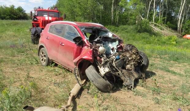 УМВД опубликовало фотографии сместа  смертельного ДТП вТашлинском районе