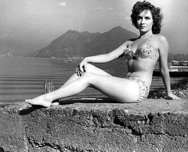 """Джина Лоллобриджида на конкурсе красоты """"Мисс Италия – 1947""""."""