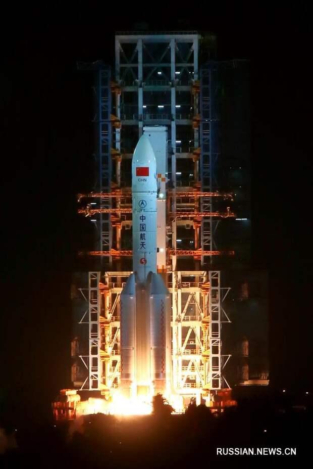 Китай успешно осуществил первый запуск ракеты-носителя 'Чанчжэн-5'
