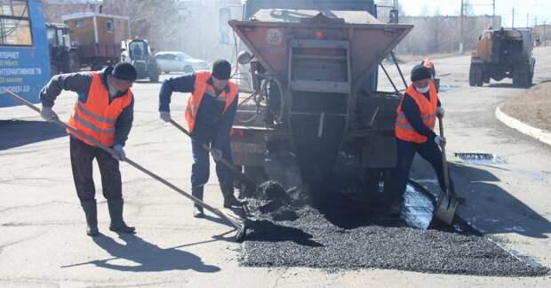 Дорожная служба проводит ямочный ремонт на Комсомольской и Приморской в Братске