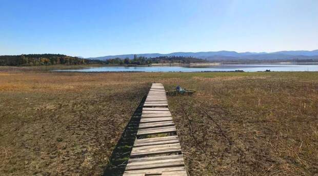 Из-за пересохших рек в два водохранилища Крыма перестала поступать вода
