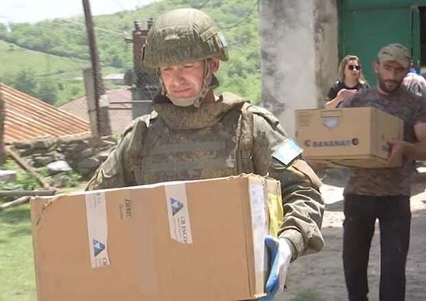 Российские миротворцы организовали передачу гуманитарной помощи беженцам и многодетным семьям отдаленных поселков Нагорного Карабаха