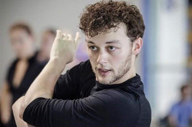 Обвиненный в харассменте хореограф Лиам Скарлетт умер в возрасте 35 лет. В сети считают, что это суицид