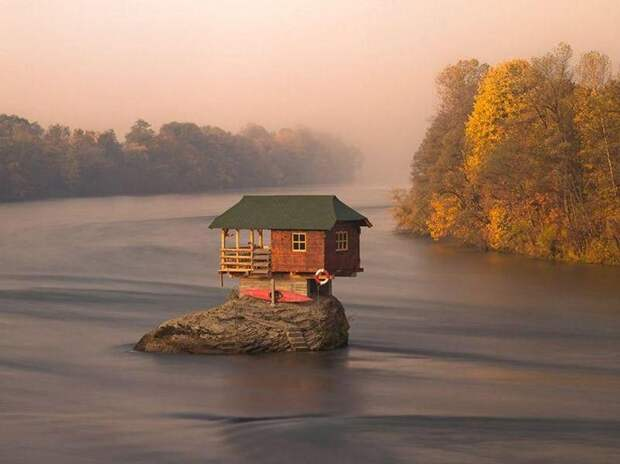 18 потрясающих и пугающих домов
