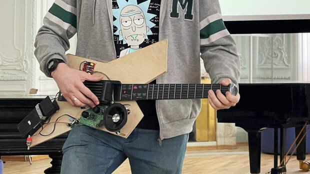 Музыка без ограничений: российский студент разработал гитару для людей с инвалидностью