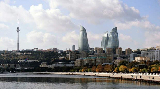 Пожар близ шоссе в Баку потушили, горели бытовые отходы