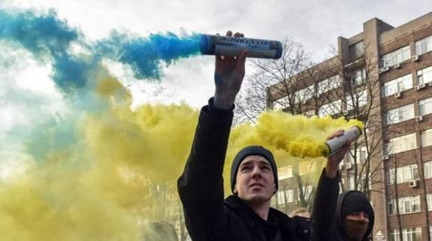 Киев язвительно отреагировал на ноту Москвы из-за плакатов