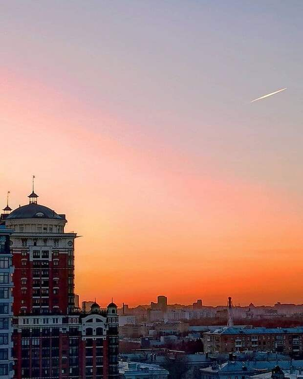 Фото дня: оранжевый закат над Щукино