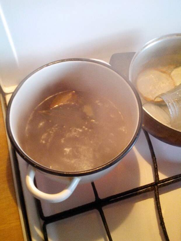 Маринованные белые грибы с корицей