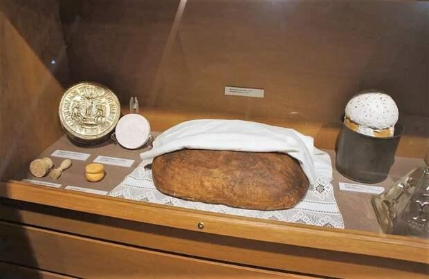 Монастырский хлеб (1900-е гг). Из экспозиции Музея хлеба в Санкт-Петербурге.
