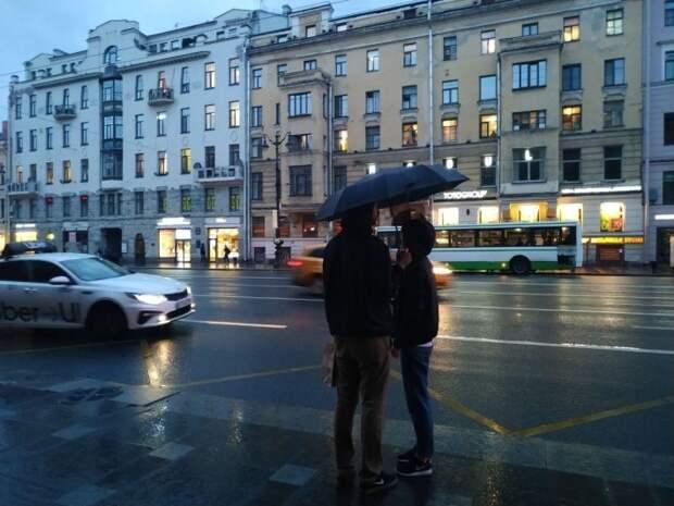 """Холодная часть циклона """"Зохан"""" принесла в Санкт-Петербург дожди и снежную крупу 23 апреля"""