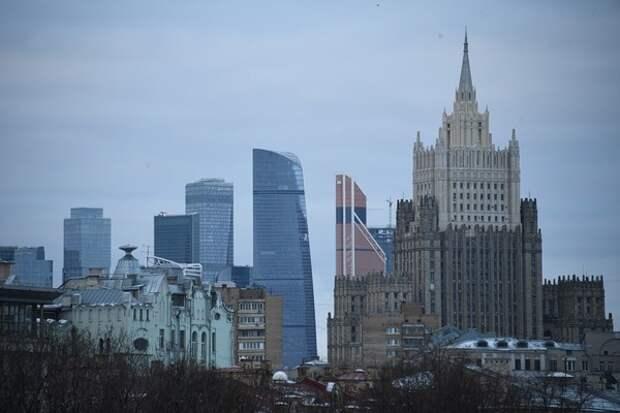 Москва-Сити: Мужчина, захватил заложницу в компании, которой задолжал