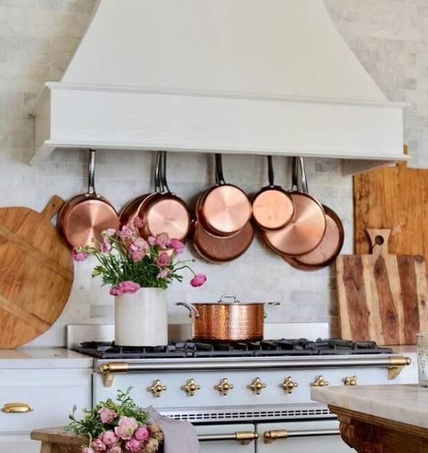 Кортни любит медную посуду, она ее коллекционирует. Для статьи использованы фотографии из Инстаграм-аккаунта Кортни @frenchcountrycottage и сайта frenchcountrycottage.net
