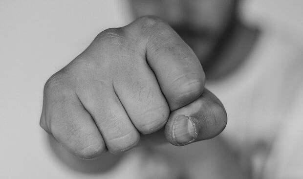 Симферополец избил подвыпившего прохожего за оскорбления в свой адрес