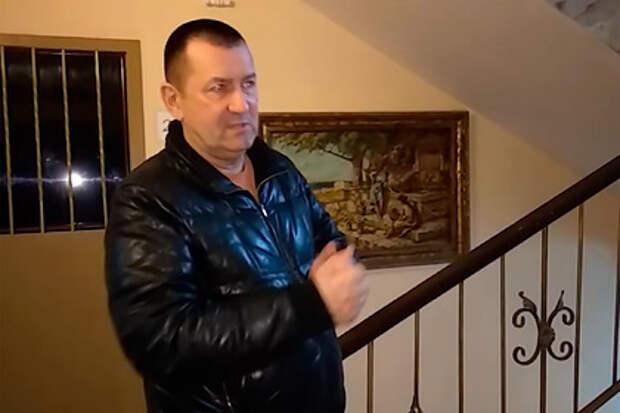 Разрисовавший подъезд россиянин потребовал от управдома сотни тысяч рублей