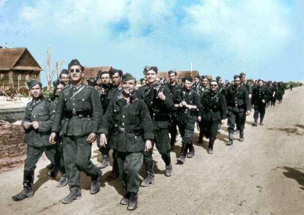 Голубая дивизия весело марширует по России