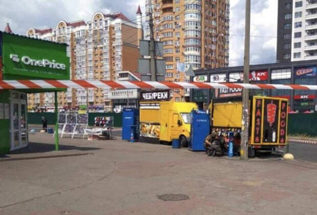 Возле станции метро в Киеве обнаружены два самодельных взрывных устройства (ВИДЕО)