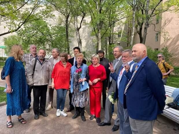 В Петербурге прошла церемония в память о Галине Старовойтовой