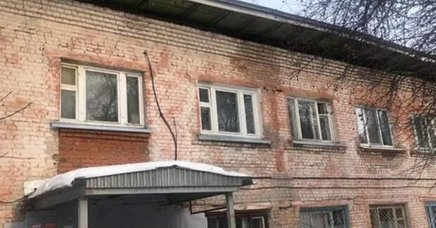 После обрушения крыши двухэтажки в Ижевске проверят кровли аналогичных домов