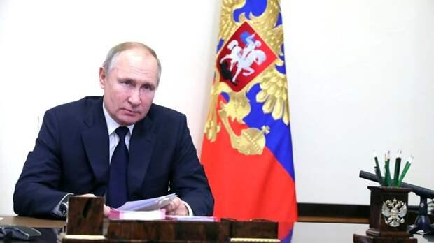 """Путин заявил о """"жестоких ударах врагов"""": """"Мы помним эти заветы…"""""""