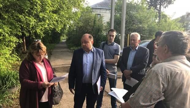Жители аварийных домов Дубровиц потребовали изменить место переселения