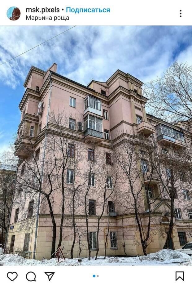 Фото дня: розовый дом на Октябрьской