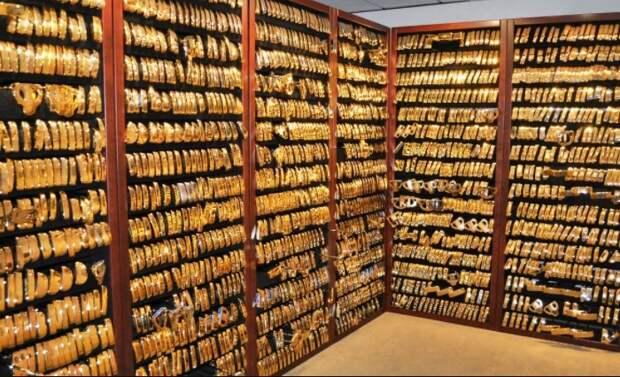 В золотом хранилище США Форт-Нокс находится запас стоимостью свыше 130 млн. долларов / Фото: golfconversations.com