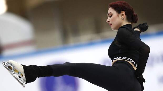 Медведева до открытия границ будет тренироваться в Москве у Буяновой