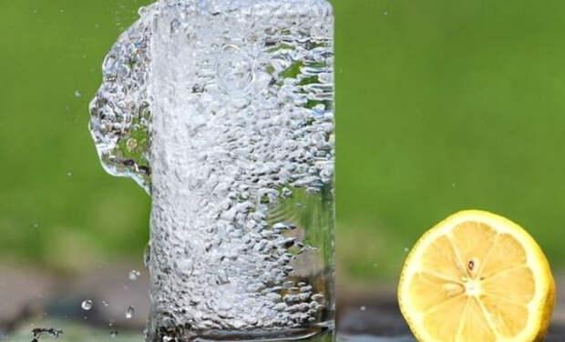 Врач рассказала о пользе воды для снижения веса