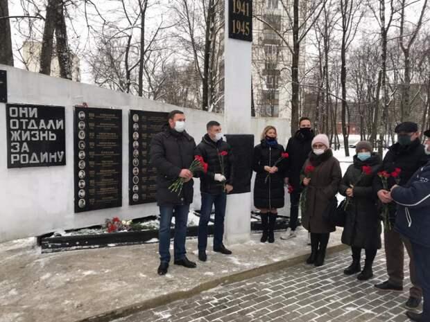 В Западном Дегунине открыли памятную доску на монументе воинам-железнодорожникам