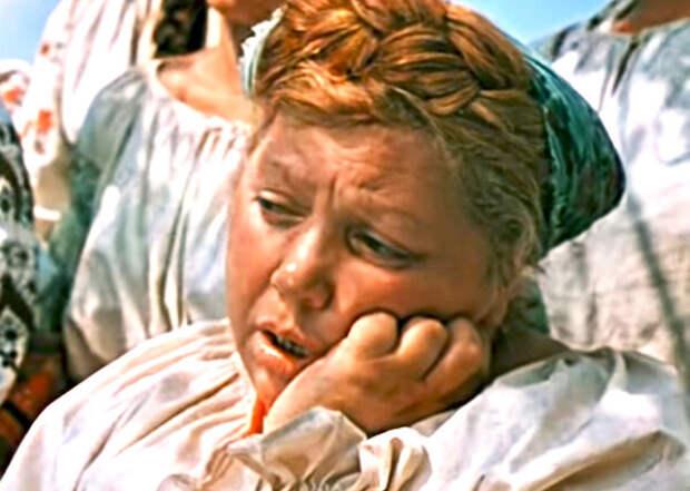 кадр из фильма  «Свадьба в Малиновке». 1967 год, Эмилия Трейвас в роли Трындычихи