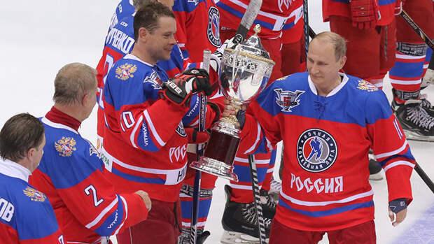Каменский заявил, что Владимир Путин прогрессирует вхоккее скаждым годом