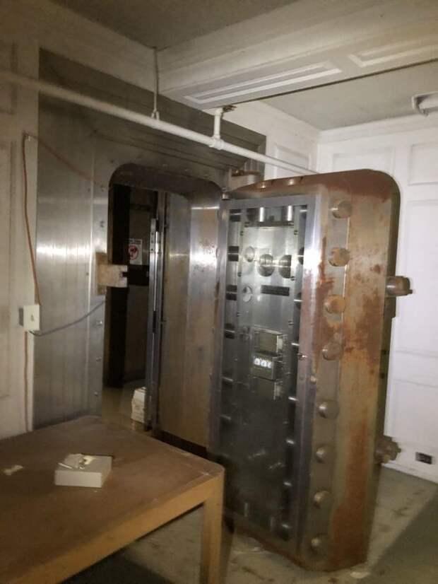 Заброшенное банковское хранилище, США