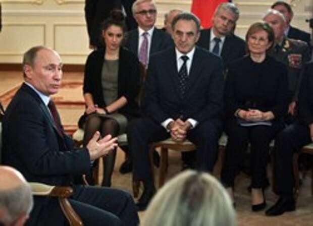 Куда развернуть фронт . Владимир Путин предложил не делать из ОНФ партию./А они размечтались о Госдуме/