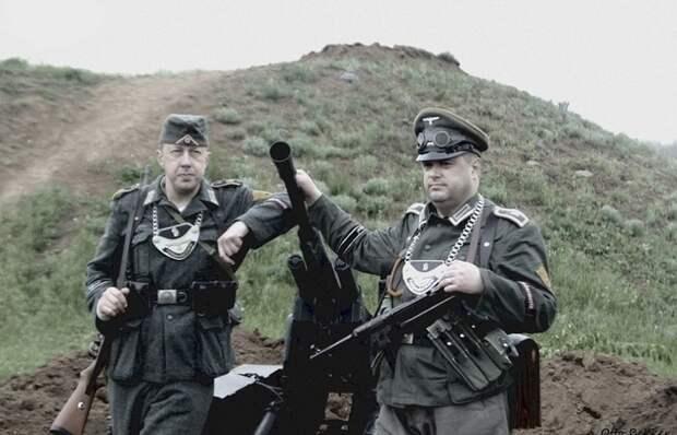 Для чего некоторые немецкие солдаты носили на груди загадочные пластины на цепи