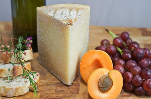 Ронкаль — испанский твёрдый сыр, приготовленный из овечьего молока. Продукт родом из Наварры. Созревает не менее четырёх месяцев. Для его производства используется цельное молоко овец пород раса и лача. Имеет запоминающийся пикантный вкус. (Artizone)