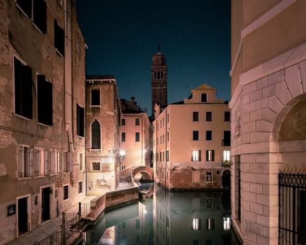 Атмосферная прогулка по ночной Венеции
