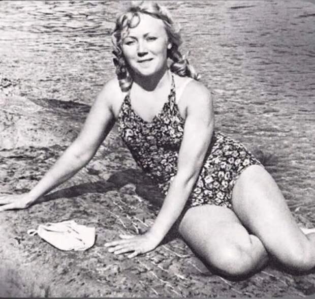 Фото советских звёзд в купальниках. Часть 2.