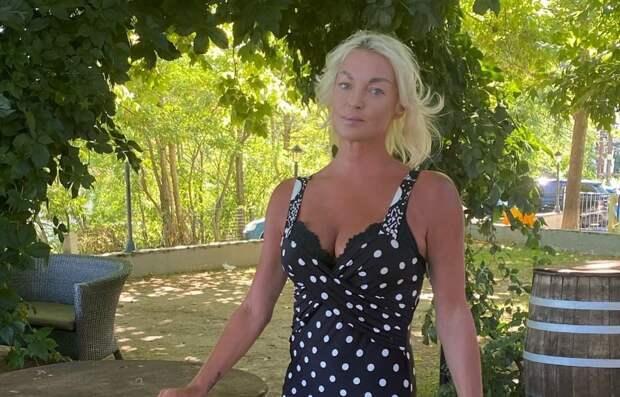 Волочкова засудит соседей, «сливших» ее неприглядное фото