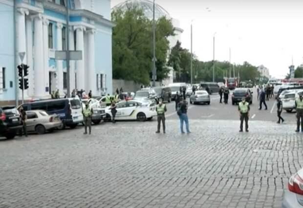 В киевском банке злоумышленник угрожает взорвать бомбу