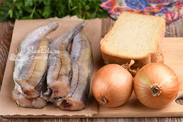 Из минтая, черствого хлеба и лука готовлю вкусное и необычное блюдо