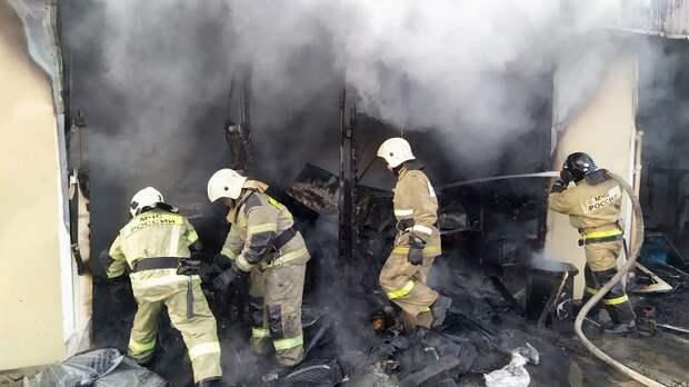 В Краснодаре сгорел автомагазин