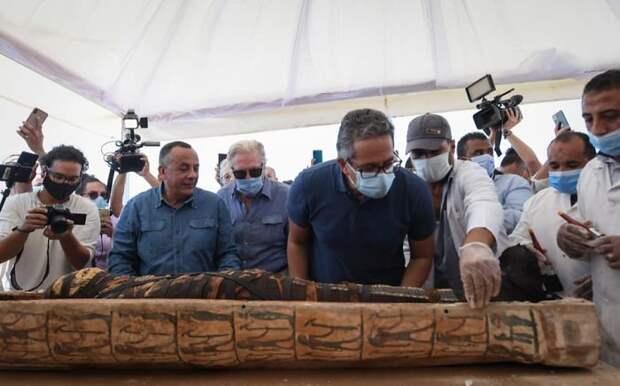 Археологи вскрыли 2500-летний саркофаг с мумией. Может, не стоило делать это в 2020?