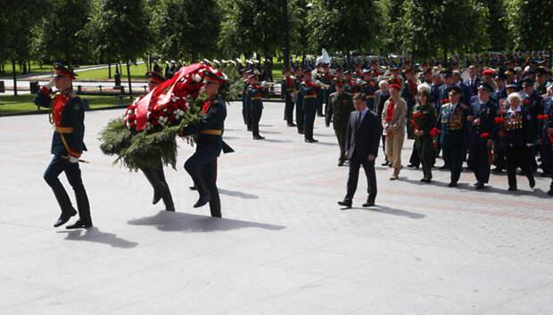Воробьев принял участие в церемонии возложения цветов к Могиле Неизвестного Солдата