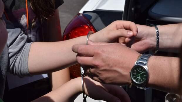 Полицейские задержали родителей избитой в Петербурге девочки и изъяли у них швабру