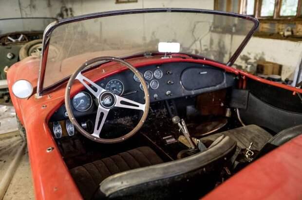Салон Shelby Cobra 427 - одного из быстрейших автомобилей Америки 1960-х годов. | Фото: hagerty.com.